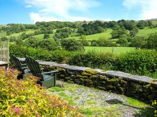 BENAR, single-storey pet-friendly cottage by stream, wonderful views, close walking, Penmachno Ref 905868 - Penmachno vacation rentals