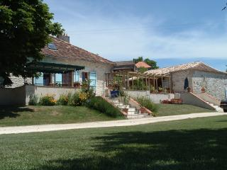 Renovated farmhouse ,large private pool, sleeps 14 - Douzains vacation rentals