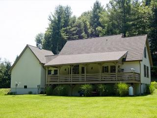 On the New River - Easy River Access for Fishing, Swimming, Tubing - Sleeps 8 - Lansing vacation rentals