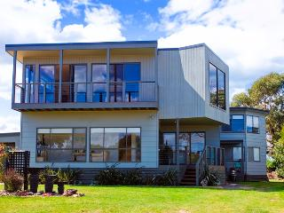 AIREYS 8 COASTAL COMPLETE HOLIDAY PACKAGE - Aireys Inlet vacation rentals