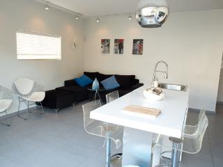 A Fully Renovated Apartment Near the Beach - Tel Aviv vacation rentals