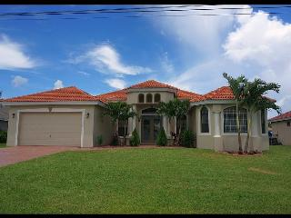 Villa Kristi - 3 Bedrooms, Den, 2.5 Baths, Electric Heated Pool, Gulf Access, Boat Lift - Fort Myers vacation rentals