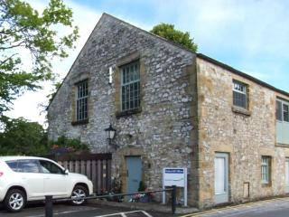 THE OLD SAWMILL, stylish accommodation, ideal base, Bakewell Ref 915648 - Bakewell vacation rentals