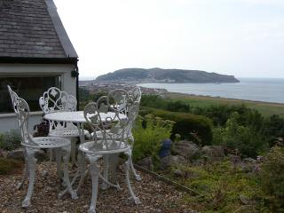TWO BAYS AND THE ORME VIEW COTTAGE woodburning stove, stunning views in Llandudno Ref 916055 - Conwy County vacation rentals