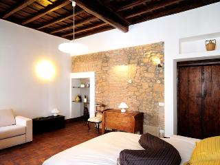Spanish Steps homely loft - Rome vacation rentals