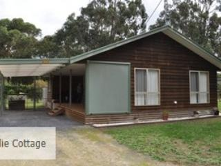 Unwind @ MacBurn Cottage COLLIE - Mount Gambier vacation rentals