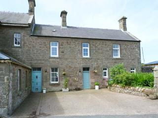 NORTHEND, semi-detached cottage, enclosed courtyard garden, in Chirnside, Ref 913932 - Scottish Borders vacation rentals