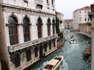 MY MAGIC VENICE (((( AMAZING CANAL VIEW )))) - Rome vacation rentals