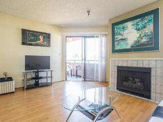 Gorgeous 1+1 Suite Heart Of Hollywood+parking+wifi - West Hollywood vacation rentals