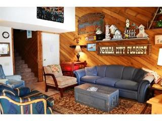 This country style, pet friendly condo has three bedrooms, two bath and a loft - Brian Head vacation rentals