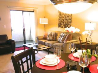 New Furnishings! 1BR Condo In The Center Of Silicon Valley- Pool, Hot tub, Wi-Fi - Sunnyvale vacation rentals