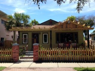Beach Breeze Bungalow in The Heart of the Gulfport - Gulfport vacation rentals