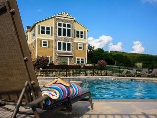 Canyon Retreat - Swimming, King Beds, Pool Table - Branson vacation rentals