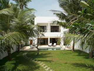 Elephant Palace, stunning beach villa, Galle - Galle District vacation rentals
