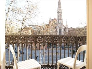 3BR/3BA with Pink Suite & Views from Balcony - Barcelona vacation rentals