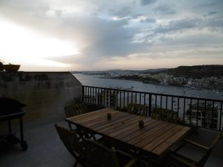 Sea view and Country view 3 bedroom modern Apartment in Xemxija, Malta - Xemxija vacation rentals