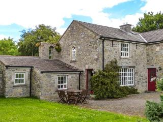 BELL TOWER, open fire, patio with furniture, lawned gardens, en-suite facility, near Lorrha, Ref 27098 - County Tipperary vacation rentals