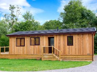 LIME LODGE, detached riverside log cabin, romantic, open plan, WiFi, near Clun, Ref 905882 - Shropshire vacation rentals