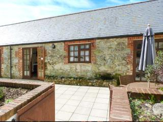 DAIRY COTTAGE, all ground floor, French doors to patio from bedrooms, great walks nearby, Ref 913107 - Isle of Wight vacation rentals