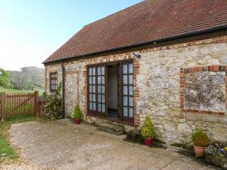 STABLE COTTAGE, ground floor, barn conversion with French doors from sitting room leading to patio, great for mountain biking, G - Isle of Wight vacation rentals