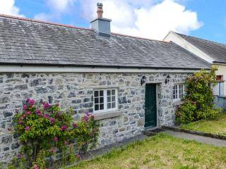 CHARLIE'S COTTAGE, open fire, short drive to Clare coast, garden with furniture, in Lorrha, Ref 915465 - County Tipperary vacation rentals