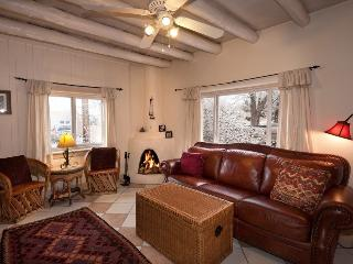 Caballo –  10 min Walk to Plaza. Kiva FP Pets OK - Santa Fe vacation rentals