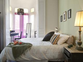 2BE/1BA Petit Versailles with Church Views - Barcelona vacation rentals