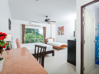 Great Triple Room - Family Getaways - Patong Beach vacation rentals