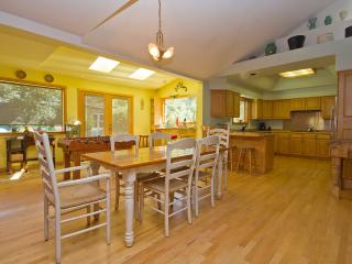 LARGE BEND OREGON PET FRIENDLY VACATION RENTAL - Bend vacation rentals