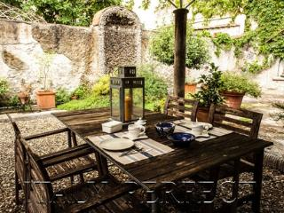 Perfect Secret Garden Apartment Central Florence Enzo - Rome vacation rentals
