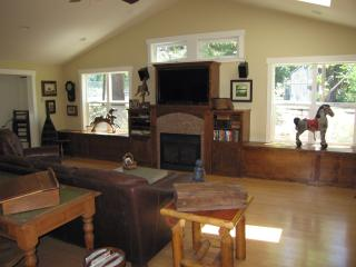 Affirmation Cottage Rental, Art Studio/Gallery - Gold Country vacation rentals