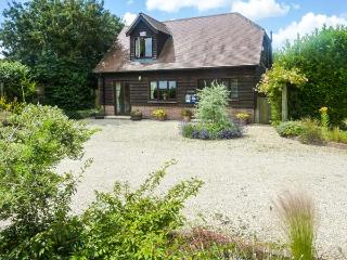 BELVIEW COTTAGE, WiFi, enclosed garden with furniture, electric stove, Ref 1357 - Dorset vacation rentals