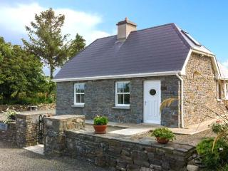 DOONCAHA COTTAGE, WiFi, peaceful location, off road parking, detached cottage near Tarbert, Ref. 905817 - County Kerry vacation rentals