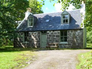 GARDENS COTTAGE, detached, in the grounds of Dunvegan Castle, beside the loch, near Dunvegan, Ref 915417 - Isle of Skye vacation rentals