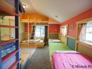 Bunkroom attached to the Lakehouse - Leach Lake Cabins & Resort