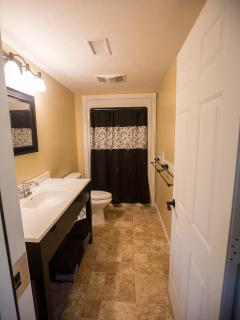 Bathroom of the Lakehouse - Leach Lake Cabins & Resort