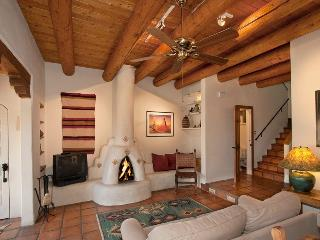 Rio Grande – 7 blks to Plaza Kiva FP. Exquisite - Santa Fe vacation rentals
