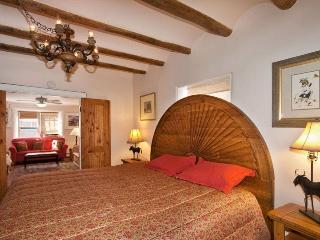 Mariposa /Zia - 1 Blk to Canyon, Hot Tub. Pets OK - Santa Fe vacation rentals