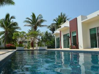 Executive Pool Suite (free breakfast) - Prachuap Khiri Khan Province vacation rentals