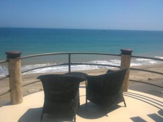 Beach front penthouse condo with a stunning view! - Crucita vacation rentals