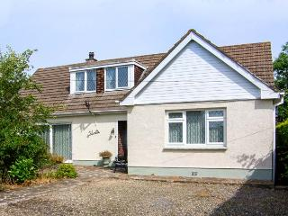 SILVRETTA, spacious detached cottage, family accommodation, near Amroth, Ref 26021 - Amroth vacation rentals