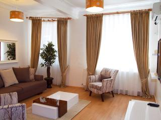 LOVELY 3 BEDROOM TAKSIM FLAT IN APARTMENT HOTEL - Istanbul vacation rentals