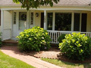 Looking for a little R & R in a quiet and peaceful home? - East Falmouth vacation rentals