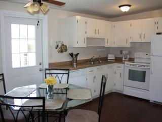 Cozy Cottage 15 minutes to Clearwater Beach - Largo vacation rentals
