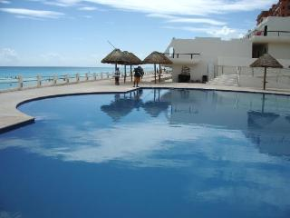 Modern apartement on the beach of Cancun - Cancun vacation rentals