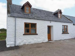 THE CROFT HOUSE, stone cottage, woodburner, off road parking, near Muir of Ord and Beauly, Ref 25650 - Muir of Ord vacation rentals