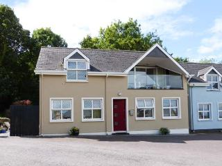 BROOK COTTAGE, detached, upside down accommodation, balcony, views of the bay, in Courtmacsherry, Ref 913621 - Courtmacsherry vacation rentals