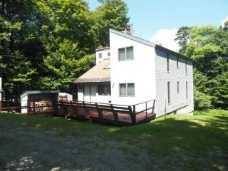 4 Bedroom Plus Loft Private Home in Killington (sleeps up to 10) Close to Nightlife and Minutes Away from Skiing! - Killington vacation rentals