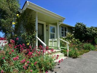 Arcata's Lemon Tree Cottage - Bay Views & Walk to HSU, Private Yard - Trinidad vacation rentals