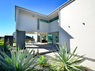 Omaha's Choice - Omaha Holiday Home - Auckland vacation rentals